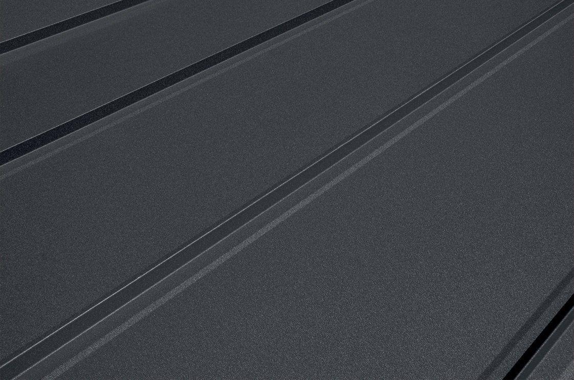 Moderná strecha zfalcovaných plechov od spoločnosti Blachotrapez - detailný pohľad.