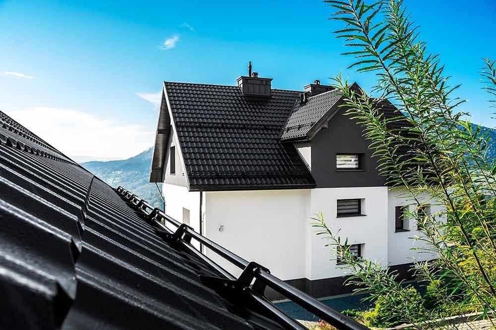 , German Simetric je veľkoformátová plechová škridlová krytina s vysokým dôrazom na precíznosť vyhotovenia.