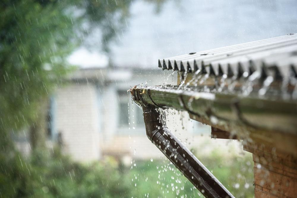 Plechová strecha počas dažďa nie je hlučná, zistite viac na blachotrapez.sk